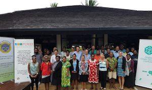 Kristin posing with Greenpreneurship Jump-Start participants in Vanuatu